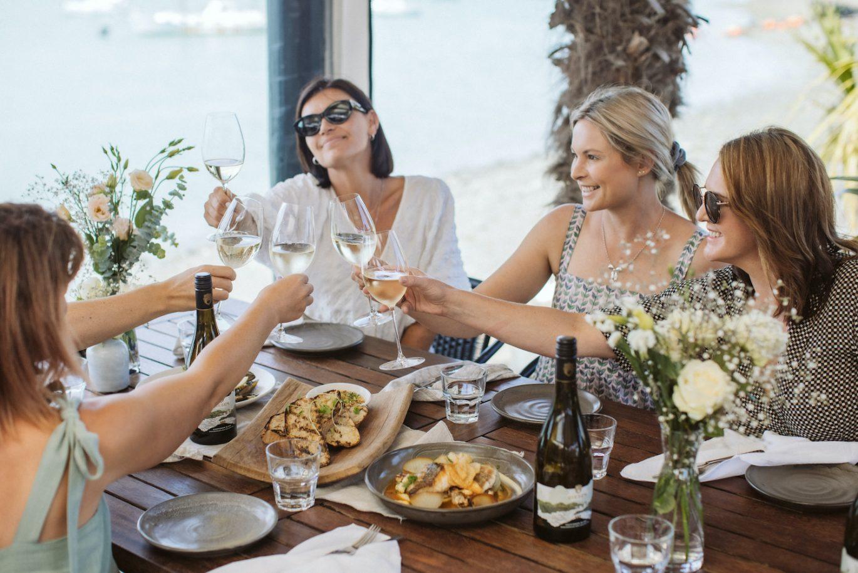 Group of friends in a restaurant enjoying Giesen Uncharted